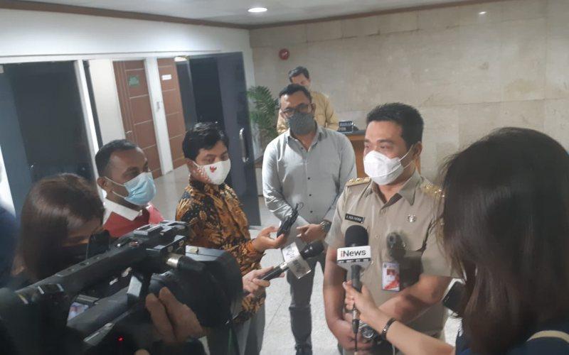 Wakil Gubernur DKI Jakarta Ahmad Riza Patria memberi keterangan kepada awak media di Balai Kota DKI Jakarta pada Selasa (29/12 - 2020) / JIBI/Bisnis/Nyoman Ary Wahyudi