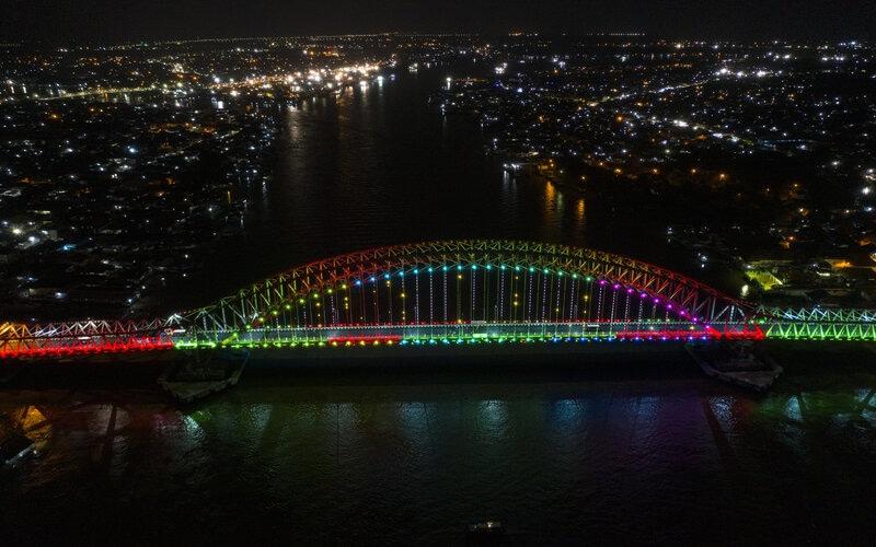 Foto aerial jembatan Musi VI Palembang, Sumatera Selatan, Rabu (30/12/2020). Jembatan musi VI yang memiliki panjang 925 meter dan dihiasi 1.527 lampu tersebut diresmikan oleh Gubernur Sumatera Selatan Herman Deru. - Antara/Nova Wahyudi