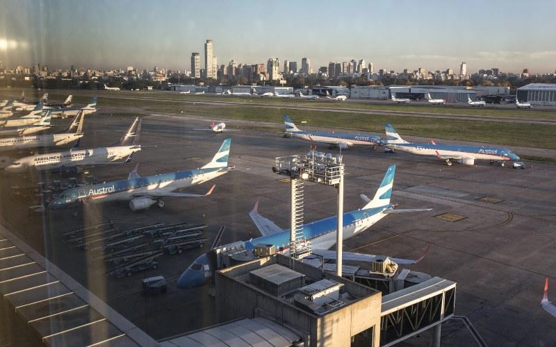 Pesawat Boeing yang dioperasikan Aerolineas Argentina terparkir di Bandara Buenoes Aires.  - Sarah Pabst/Bloomberg