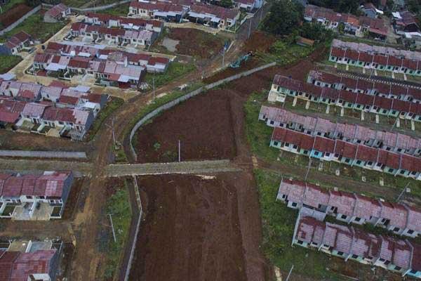 Foto aerial kawasan perumahan subsidi di Citayam, Kabupaten Bogor, Jawa Barat./Bisnis.com - Nurul Hidayat