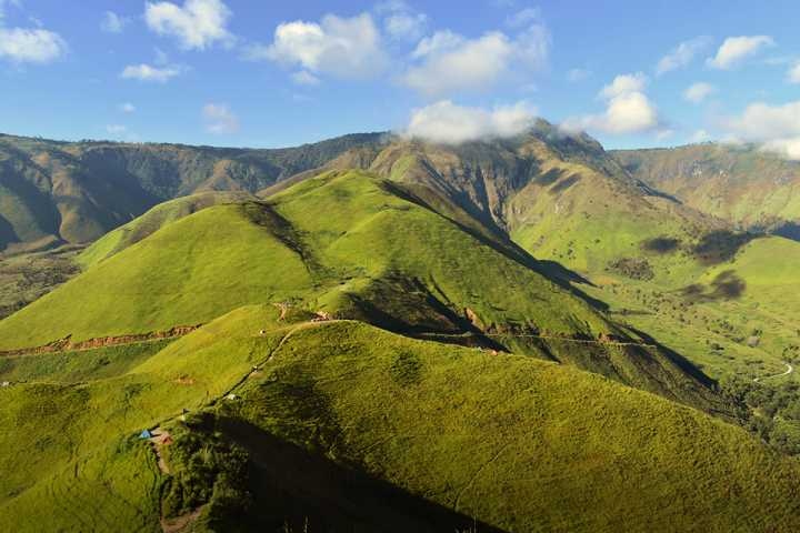 Destinasi wisata di sekitar Danau Toba, salah satunya Bukit Siadtaratas - ilustrasi