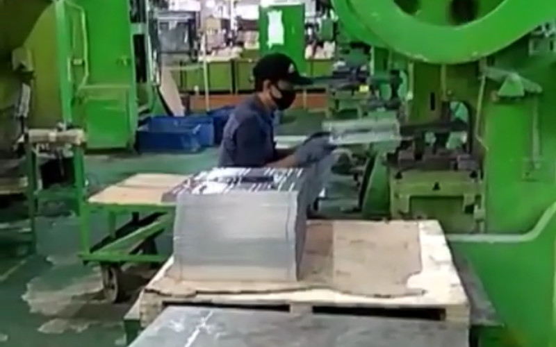 Aktivitas produksi di pabrik Fujisei Metal Indonesia.  - Instalgram