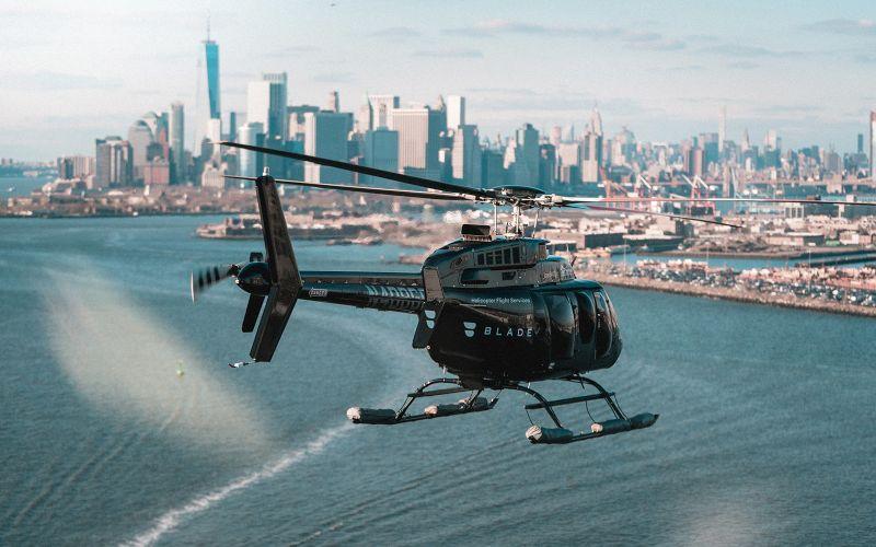 Ilustrasi helikopter memberikan bantuan berupaya layanan gratis untuk tenaga medis guna menangani virus corona (Covid/19).