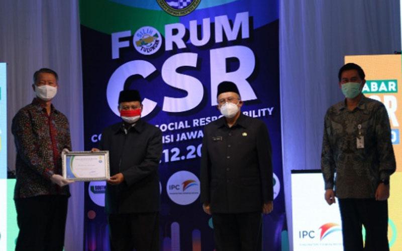 Jababeka Group melalui anak perusahaannya, PT Jababeka Infrastruktur, mendapat penghargaan Corporate Social Responsibility (CSR) dari Pemprov Jawa Barat. - Istimewa