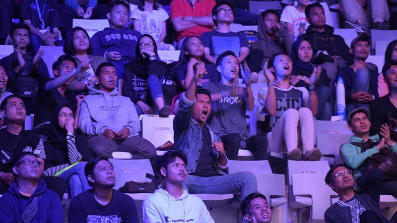 Antusiasme penonton dalam hari pertama ajang Grand Final Piala Presiden Esports 2019. - Bisnis/Rahmad Fauzan