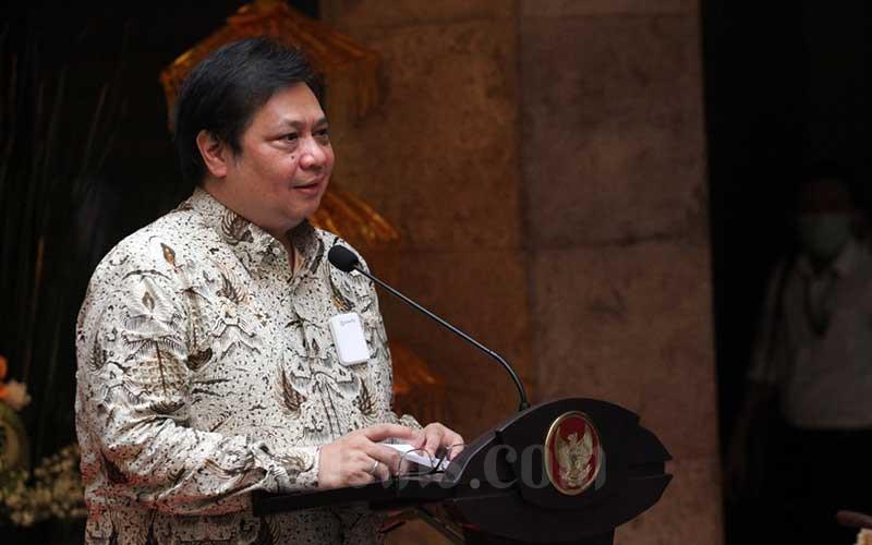 Menteri Koordinator Bidang Perekonomian Airlangga Hartarto memberikan sambutan pada Peluncuran Gelar Buah Nusantara 2020 di Jakarta, Senin (10/8/2020). Bisnis - Dedi Gunawan
