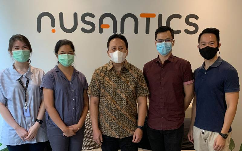 Dari kiri, Partner di East Ventures Melisa Irene, Co-founder dan CEO Nusantics Sharlini Eriza Putri, Venture Advisor di East Ventures Triawan Munaf, Co-founder dan CTO Nusantics Revata Utama, serta Co-founder dan COO Nusantics Vincent Kurniawan. - istimewa