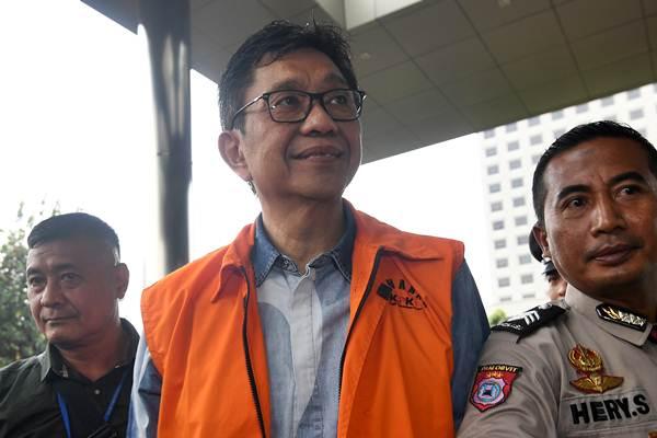 Wali Kota nonaktif Batu, Jawa Timur Eddy Rumpoko tiba untuk menjalani pemeriksaan di Gedung KPK, Jakarta, Senin (25/9). - ANTARA/Sigid Kurniawan