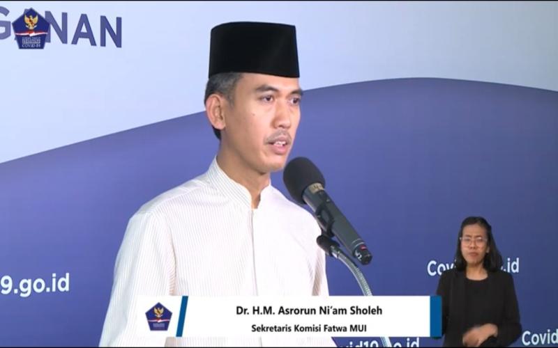 Sekretaris Komisi Fatwa MUI Asrorun Ni'am Sholeh saat memberikan keterangan persiapan menjalankan ibadah saat Ramadan di rumah, Sabtu (18/4). Bisnis - M. Ridwan -  BNBP