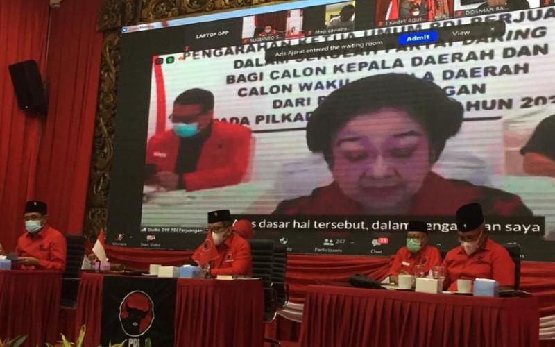 Ketua Umum DPP PDI Perjuangan (PDIP) Megawati Soekarnoputri memberikan instruksi kepada para calon kepala daerah yang diusung oleh partainya, termasuk yang bukan kader partai, untuk melaksanakan sejumlah kebijakan khusus dalam menghadapi pandemi covid-19.  - semartara.news/pdiperjuangan.id