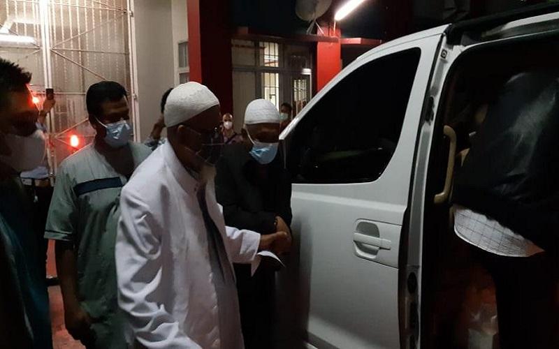 Terpidana kasus terorisme Abu Bakar Ba'asyir bebas murni dan meninggalkan lapas Gunung Sindur Bogor, Jumat pagi (8/1/2021).  -  Dok. Istimewa