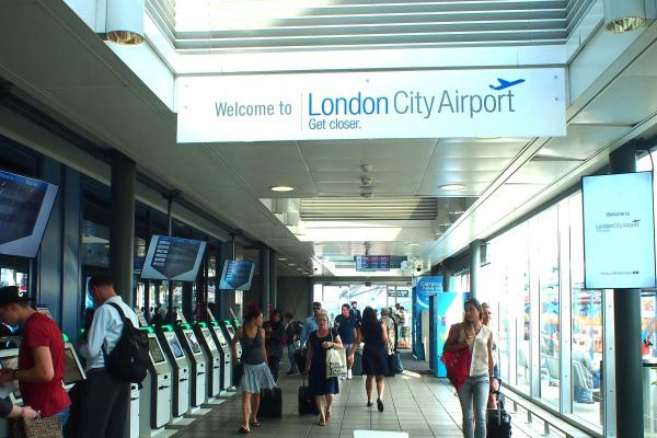 Suasana di London City Airport - Web: Loungebuddy