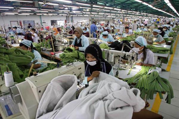 Ilustrasi pekerja di sebuah pabrik garmen