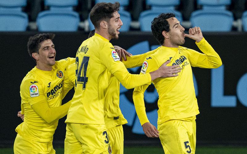 Pemain Villarreal Dani Parejo (kanan) merayakan golnya ke gawang Celta Vigo. - Twitter@VillarrealCF