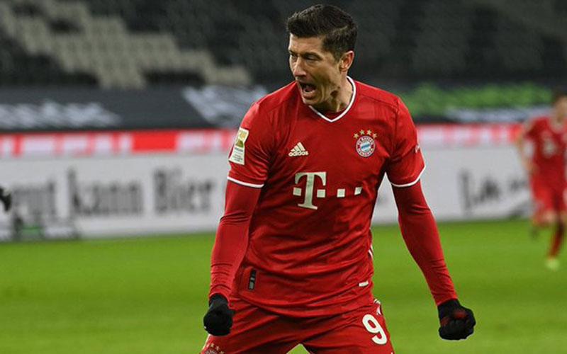 Ujung tombak Bayern Munchen Robert Lewandowski selepas menjebol gawang Borussia Monchengladbach. - Twitter@FCBayernEN