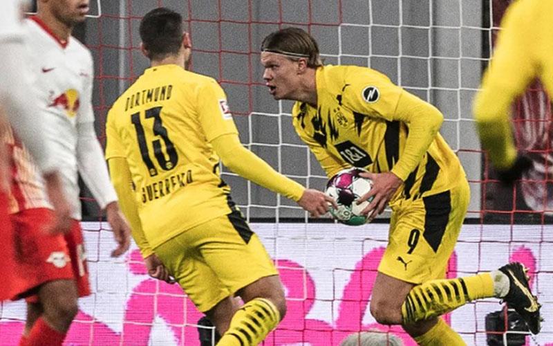 Striker Borussia Dortmund Erling Haaland (9) selepas menjebol gawang RB leipozig - Bundesliga.com