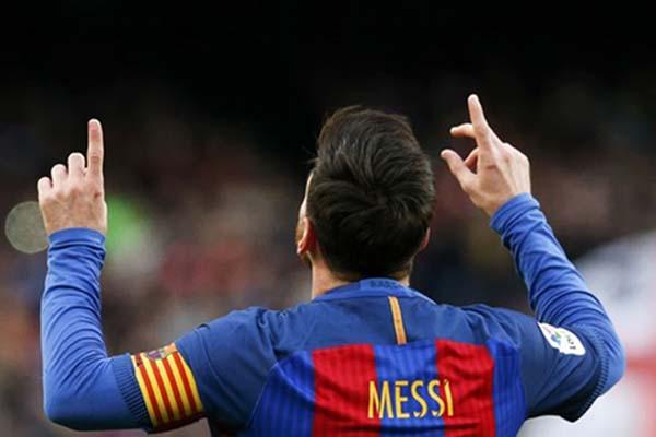 Bintang FC Barcelona Lionel Messi - Reuters/Albert Gea