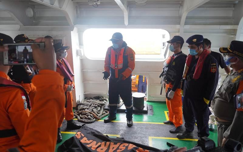 Tim patroli laut Bea Cukai dari Pangkalan Sarana Operasi Bea Cukai Tanjung Priok turut melakukan pencarian terhadap pesawat Sriwijaya Air SJ182 tujuan Jakarta-Pontianak yang hilang kontak di sekitaran perairan Kepulauan Seribu pada Sabtu (09/01). - Humas Bea Cukai