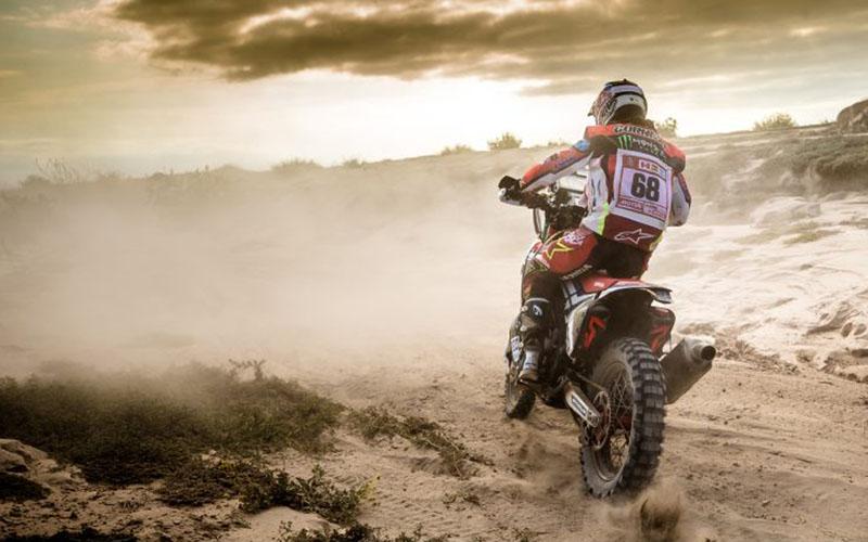 Pebalap tim Honda Jose Ignacio Cornejo beraksi di Reli Dakar.  -  Honda Pro Racing