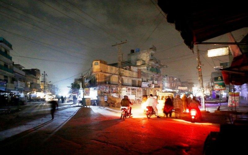 Suasan mati lampu di salah satu kota di Pakistasn, Sabtu (9/1/2021) malam. - www.chiangraitimes.com