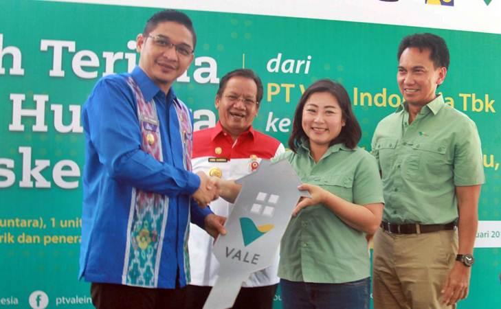 Gubernur Sulawesi Tengah Longki Djanggola (kedua kiri) - Bisnis/Paulus Tandi Bone