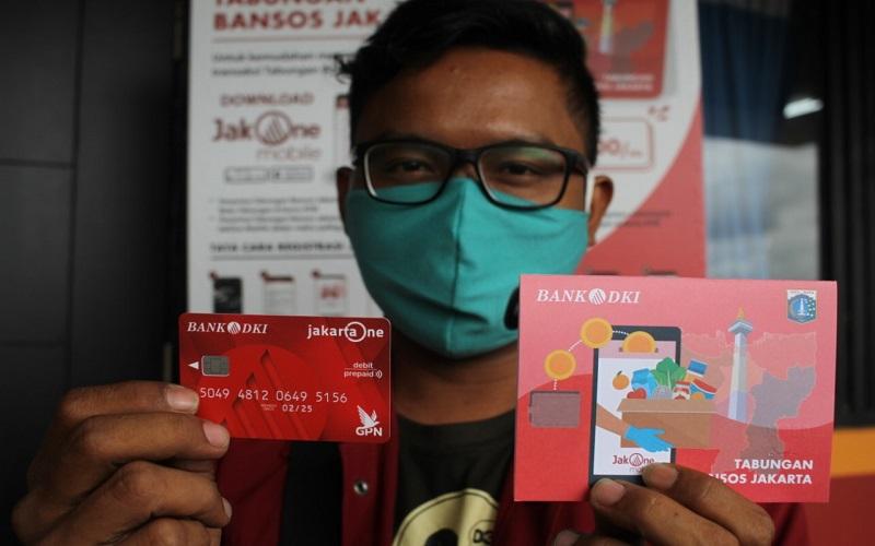 Bank DKI dan Dinas Sosial DKI Jakarta mulai menyalurkan bantuan sosial tunai (BST) untuk 1 juta warga Ibu Kota yang terdampak pandemi Covid-19.  -  Dok. Bank DKI
