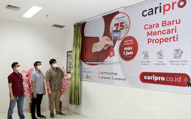Suasana peluncuran kanal pemasaran CariPro milik Modernland Realty, (dari kiri ke kanan) Tamara, Citra Indra, Afandy Willie, ketiganya adalah Komite CariPro. - Istimewa