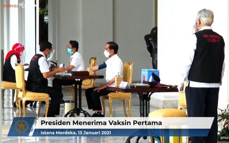 Presiden Jokowi menerima vaksin Covid/19 pertama di Istana Merdeka, Jakarta pada Rabu 13 Januari 2021 / Youtube Sekretariat Presiden