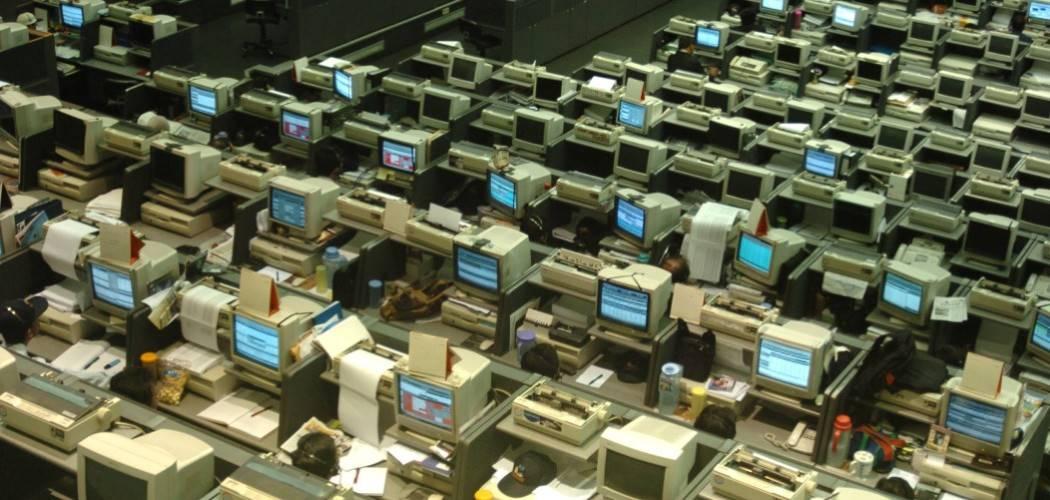 Ilustras- Suasana di Bursa Efek Jakarta pada 2007 dengan sistem sudah online. - Antara / Jefri Aries