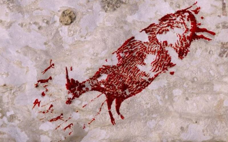 Lukisan purbakala  yang ditemukan di situs Leang Bulu' Sipong 4 yang merupakan satu dari ratusan gua di daerah Karst Maros-Pangkep, Sulawesi Selatan./Istimewa-Maxime Aubert - PA Wire
