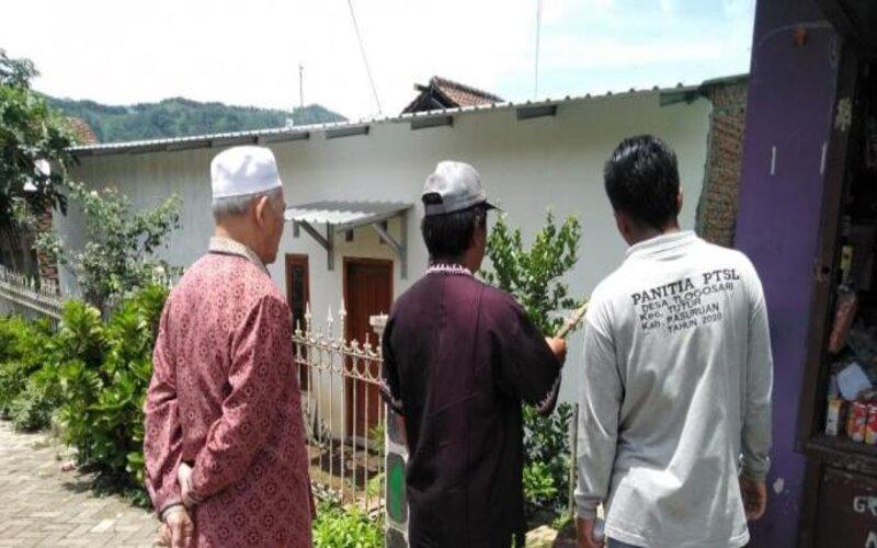 Panitia PTSL di Desa Tlogosari, Kec. Tutur, Kab. Pasuruan  mendatangi  warga yang mengikuti program tersebut beberapa waktu yang lalu. - Istimewa