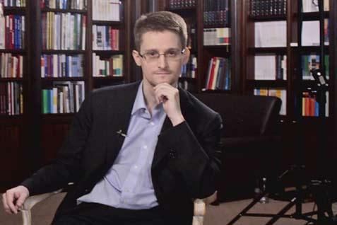Edward Snowden, mantan kontraktor intelejen AS.  - reuters