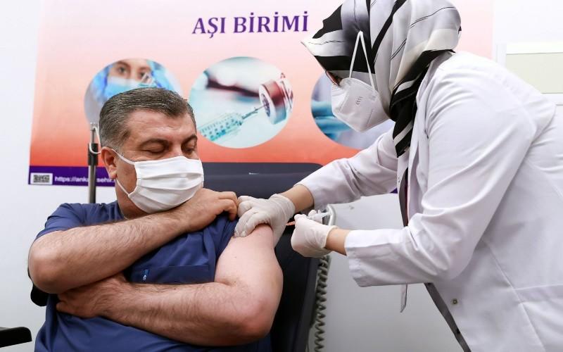 Menkes Turki sedang disuntik Vaksin Covid/19