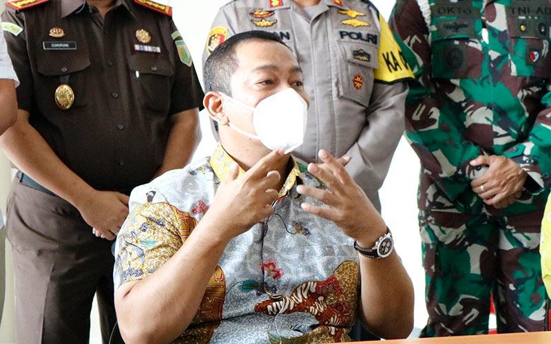 Hendar Prihadi, Walikota Semarang, memberikan keterangan dalam konferensi pers setelah menghadiri proses vaksinasi tahap pertama di Kota Semarang, Kamis (14/1/2021)  -  Muhammad Faisal Nur Ikhsan/BISNIS