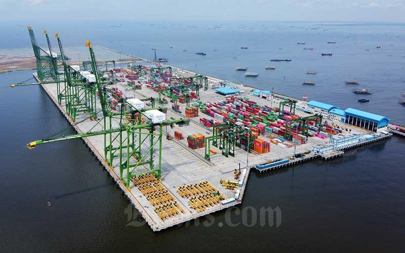 Foto udara kawasan New Priok Container Terminal, Jakarta. Bisnis