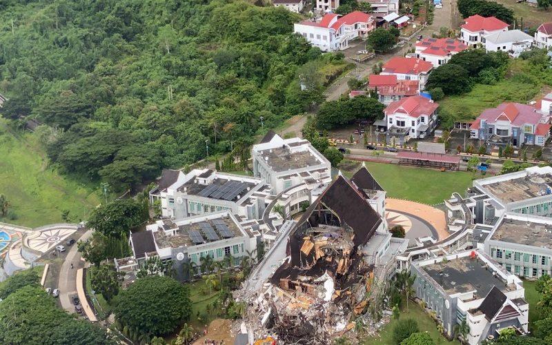 Penampakan Kantor Gubernur Sulbar yang ambruk karena gempa Jumat (15/1/2020) - Istimewa