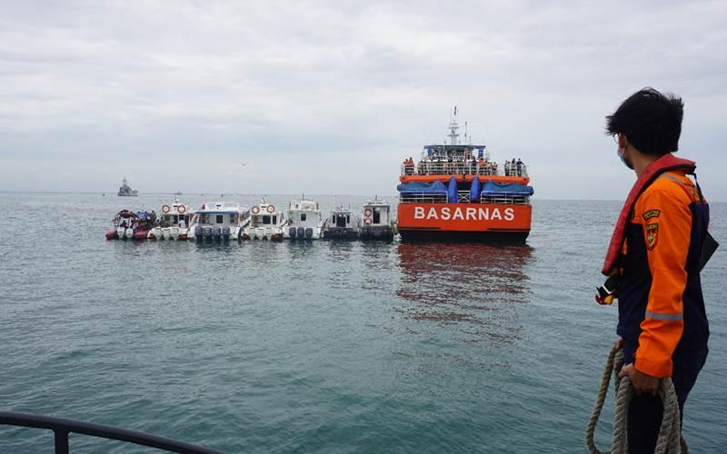 Tim patroli laut Bea Cukai dari Pangkalan Sarana Operasi Bea Cukai Tanjung Priok turut melakukan pencarian terhadap pesawat Sriwijaya Air SJ 182 tujuan Jakarta-Pontianak yang hilang kontak di sekitaran perairan Kepulauan Seribu pada Sabtu (09/01). - Humas Bea Cukai