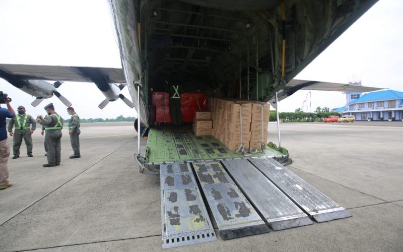 Kementerian Sosial menyalurkan bantuan untuk korban gempa di Sulawesi Barat, Jumat (15/1/2021). - Dok. Kemensos