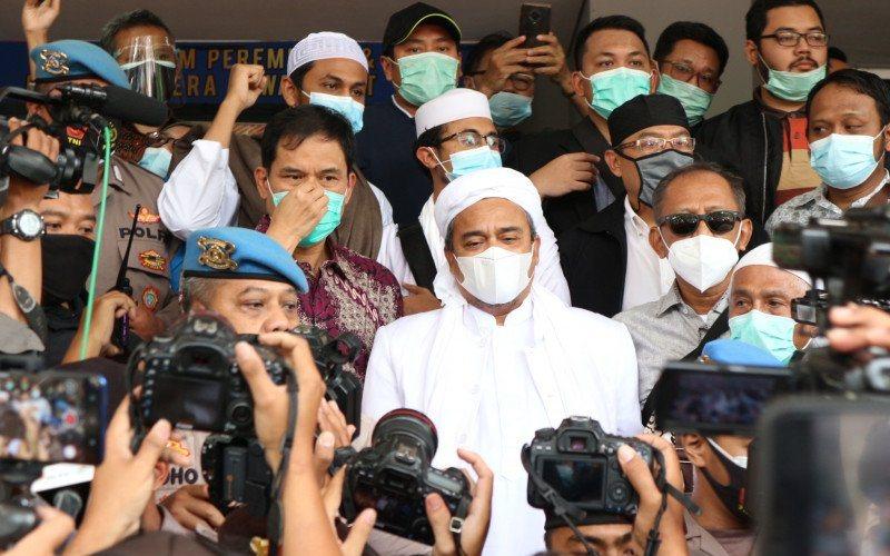 Tokoh Front Pembela Islam (FPI) Habib Rizieq Shihab (HRS) tiba di Polda Metro Jaya pada Sabtu (12/12/2020) - ANTARA - Fianda Sjofjan Rassat