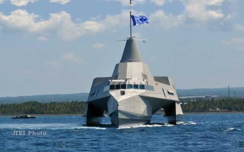 KRI Klewang 625. Kapal yang ditujukan untuk memperkuat kinerja dan kemampuan TNI-AL ini menggunakan desain tiga lunas alias trimaran, menjadikan Indonesia sebagai negara kedua yang memiliki Kapal Cepat Trimaran setelah Amerika.  - Bisnis.com