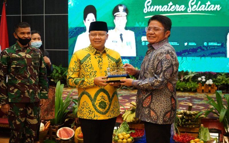 Gubernur Sumsel Herman Deru (dari kanan) bersama Gubernur Bengkulu Rohidin. istimewa