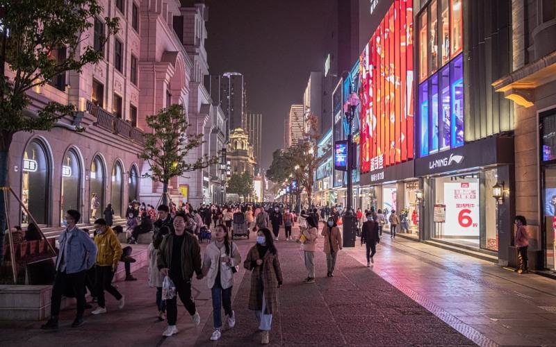 Suasana di salah satu titik Kota Wuhan, China menjelang akhir tahun 2020. /-Roman Pilipey/EPA - Guardian