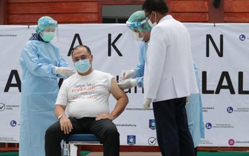 Gubernur Bangka Belitung Erzaldi Rosman Djohan mendapatkan vaksinasi Covid-19. - Pemprov Babel