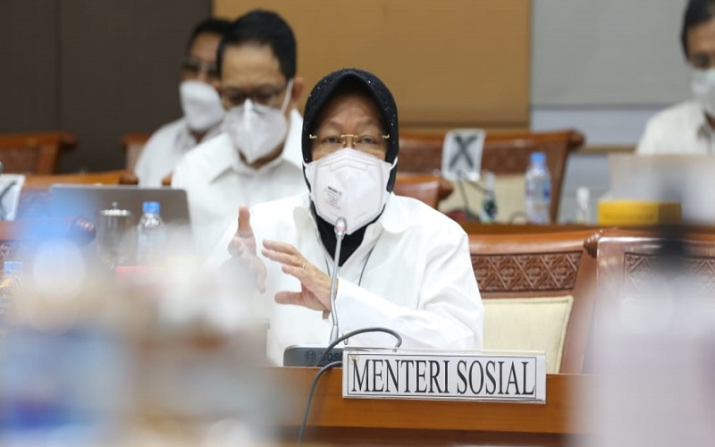 Menteri Sosial Tri Rismaharini memaparkan realisasi anggaran Kemensos 2020 kepada Komisi VIII DPR RI, Kamis (14/1/2021).  -  Dok. Kemensos RI