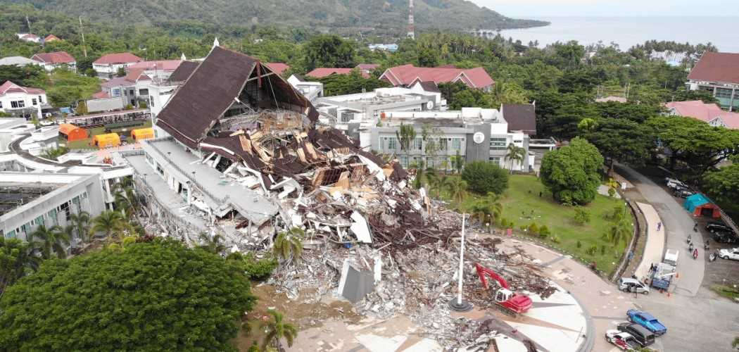 Kerusakan pada Kantor Gubernur Sulawesi Barat akibat gempa pada Jumat (15/1/2021). - Dok. BNPB