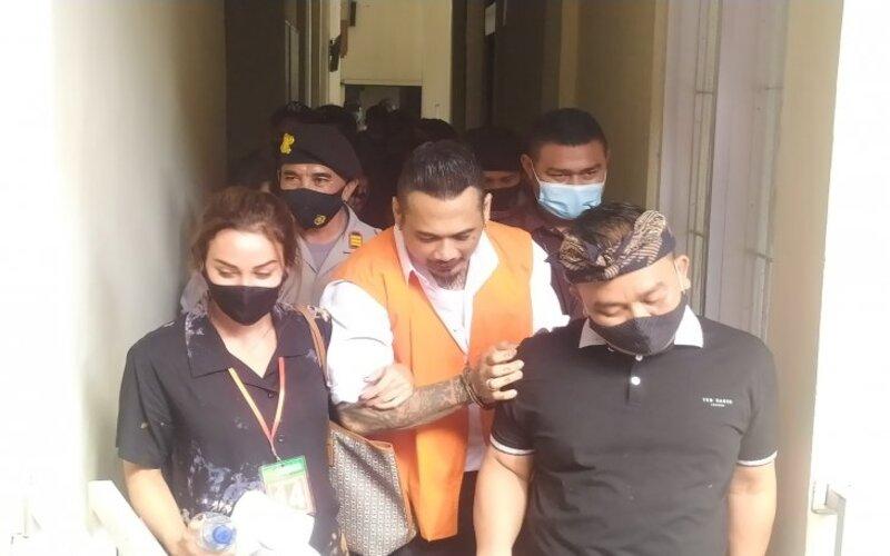 Jrx SID keluar dari persidangan di PN Denpasar, Bali, Selasa (10/11/2020). - Antara/Ayu Khania Pranisitha.