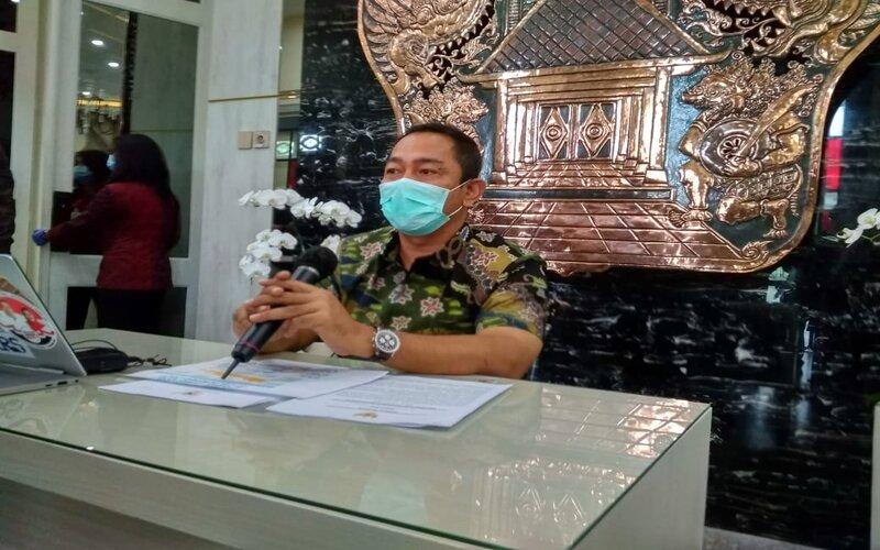 Wali Kota Semarang Hendrar Prihadi memberikan keterangan saat konferensi pers di Balai Kota Semarang. - Bisnis/Alif Nazzala R.