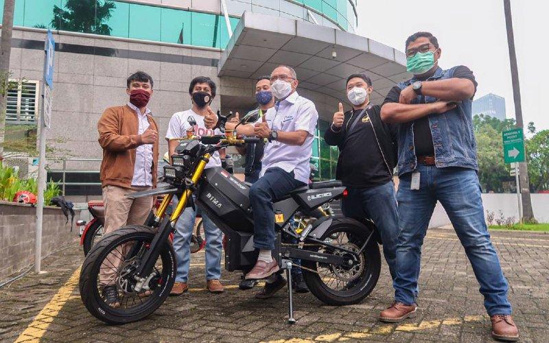 Elbike ECR-3000 Bima Enduro Supermoto Traill Bike. Sepeda motor listrik ini dapat dipacu hingga 100 km per jam.  - Pertamina