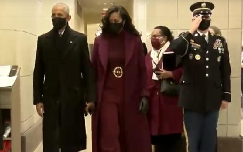 Mantan Presiden AS Barack Obama dan Michelle Obama tiba di Gedung US Capitol untuk menghadiri pelantikan Joe Biden sebagai Presiden AS, Rabu (20/1/2021). JIBI - Bisnis/Nancy Junita