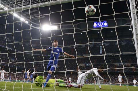 Foto kenangan ketika Klaas-Jan Huntelaar mencetak gol kedua Schalke 04 ke gawang Real Madrid pada 2015 di Liga Champions Eropa./Reuters - Juan Medina